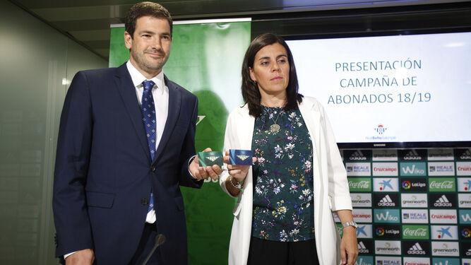 Ramón Alarcón y María Victoria López, durante la presentación de la campaña de abonados.