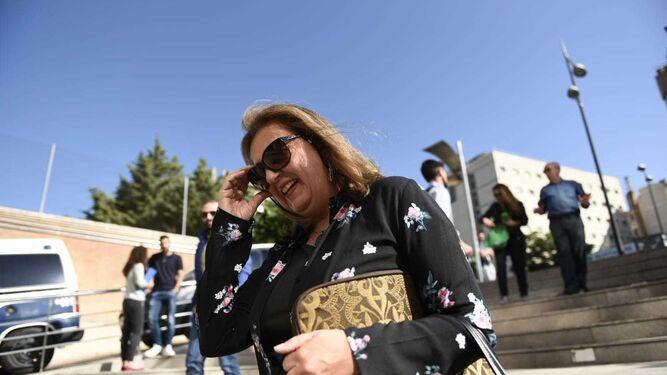 La exdirectora de la Alhambra María del Mar Villafranca llegando al Juzgado  para declarar cf39ac2cc29