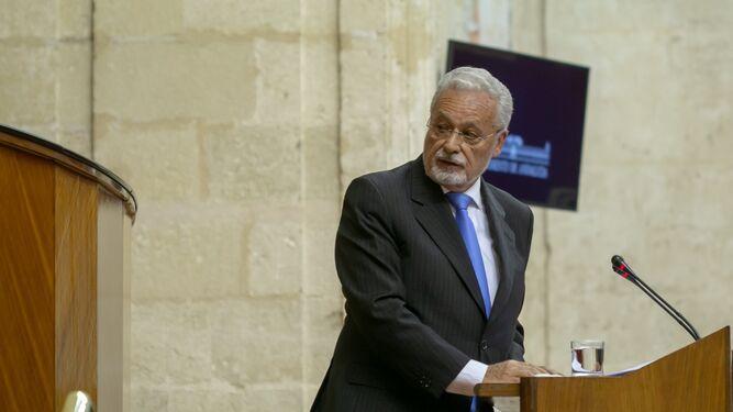 Jesús Maeztu, en la tribuna del Parlamento de Andalucía. / EP :: diariodesevilla.es