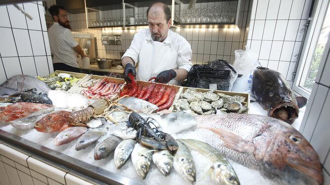 5537d3b15 La Costa de Cádiz es el principal proveedor del restaurante de la céntrica  calle Orfila ...