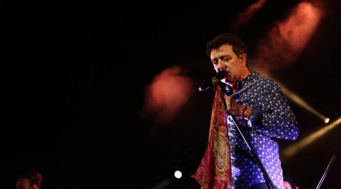 El artista catalán, durante un concierto.