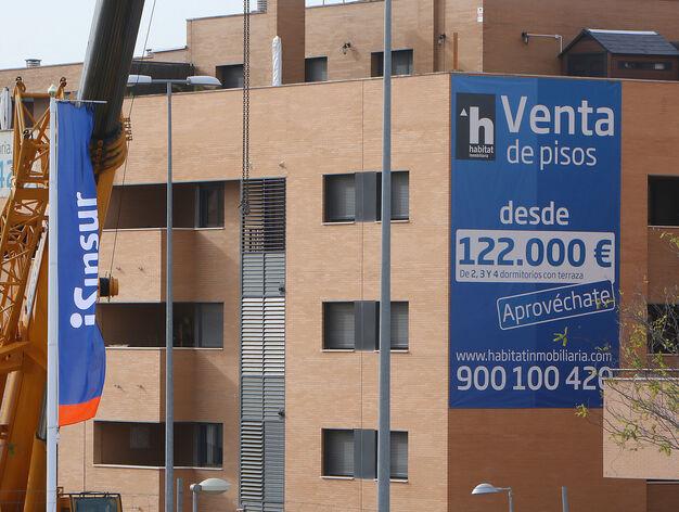 Sevilla se descuelga de las ciudades con los pisos más caros tras la crisis