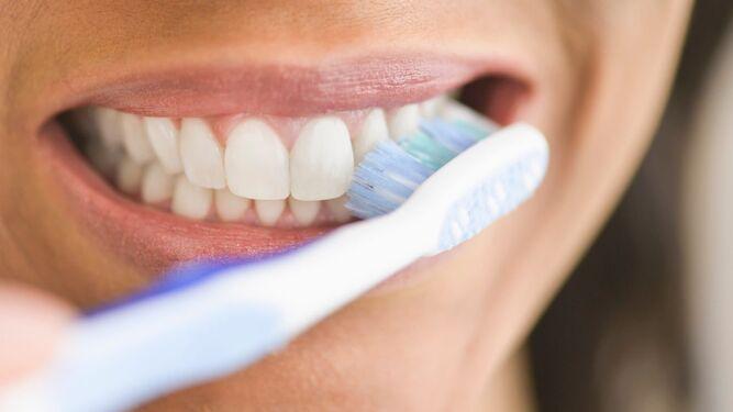 Es de vital importancia cepillarse los dientes tras el desayuno y la cena f72813e55507
