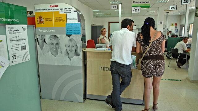 Sevilla registra el segundo peor agosto en seis a os pero for Horario oficina paro