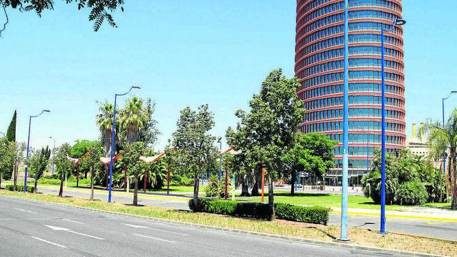 Refuerzo De Autobuses En Torre Sevilla Para La Apertura Del Centro