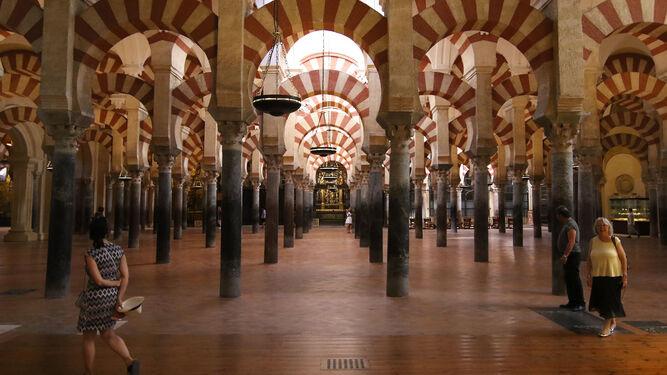 El interior de la Mezquita-Catedral de Córdoba.