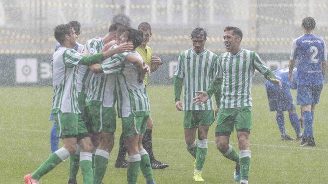 022724d68 Los jugadores del Betis Deportivo celebran uno de los siete goles.