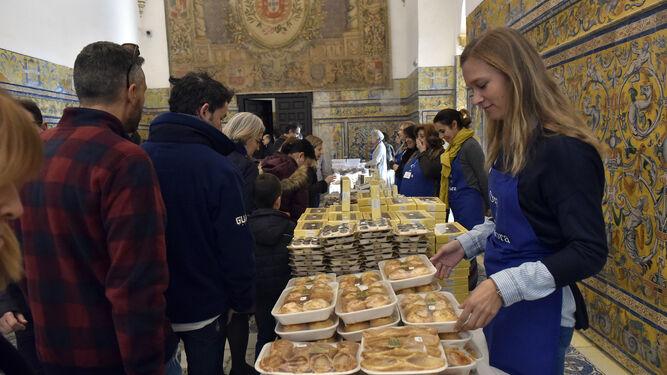 El Alcázar acoge la trigésimo cuarta edición de la muestra de dulces de conventos.