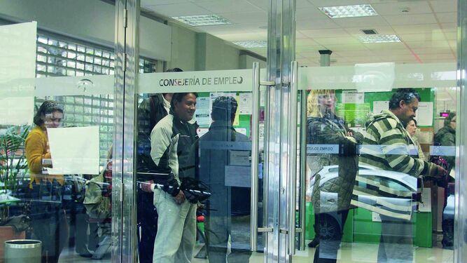 Paro registrado noviembre deja parados menos en andaluc a - Oficina seguridad social sevilla ...