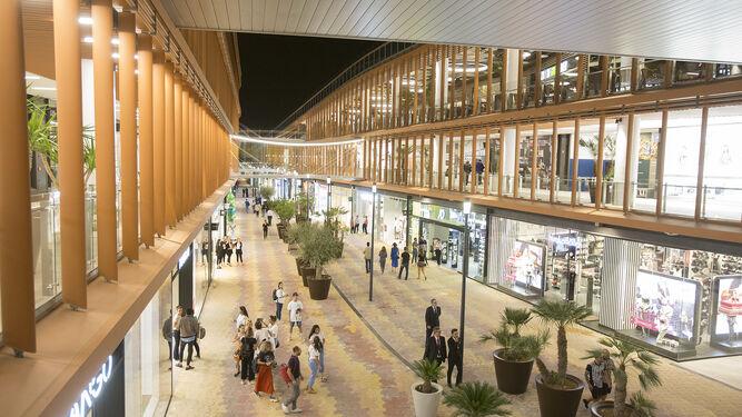 Los Centros Comerciales Y Grandes Superficies De Sevilla Abiertos