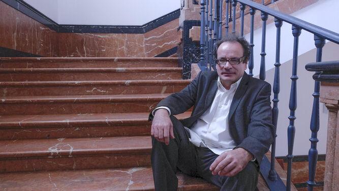 Jesús Jordano, catedrático de Derecho Administrativo. / JUAN CARLOS VÁZQUEZ :: diariodesevilla.es