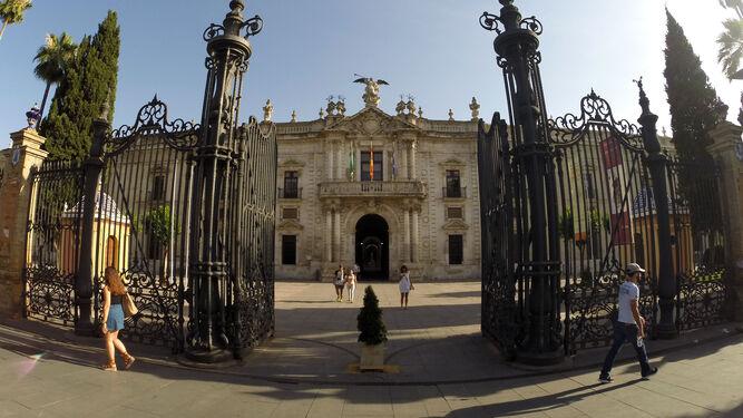 low priced d23fb 011f3 Entrada principal del rectorado de la Universidad de Sevilla.   Juan Carlos  Muñoz
