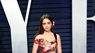 <p>Lily Collins, de Marchesa</p>