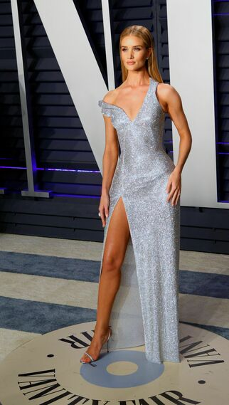 <p>Rosie Huntington-Whiteley, de Versace</p>