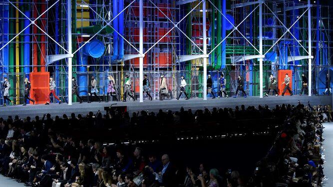 sports shoes b2c30 06607 Escenario del desfile de Louis Vuitton el martes por la noche en París. Efe