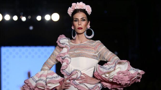 fd6163738 Cómo llevar la flor de flamenca esta temporada