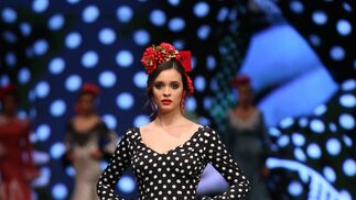 7171d1a5b El traje de flamenca blanco y negro y cómo llevarlo esta temporada
