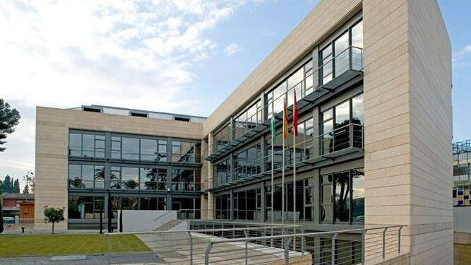 La policía judicial registra el Colegio de Aparejadores de Sevilla