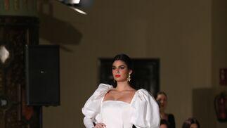 5a1af1a9c El traje de flamenca blanco y sus versiones más bonitas esta temporada