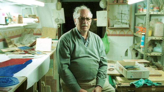 Francisco García Chaparro, en el taller que convirtió en Asociación Cultural Barro y Cristal.