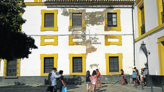 Urbanismo resuelve el contrato para restaurar una casa del Patio de Banderas