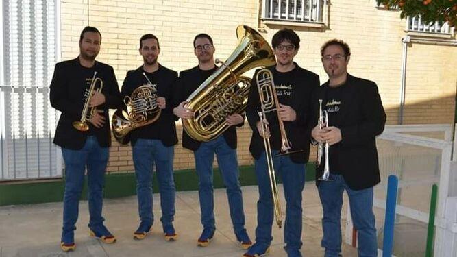 Los componentes de la banda Giralda Brass. :: diariodesevilla.es