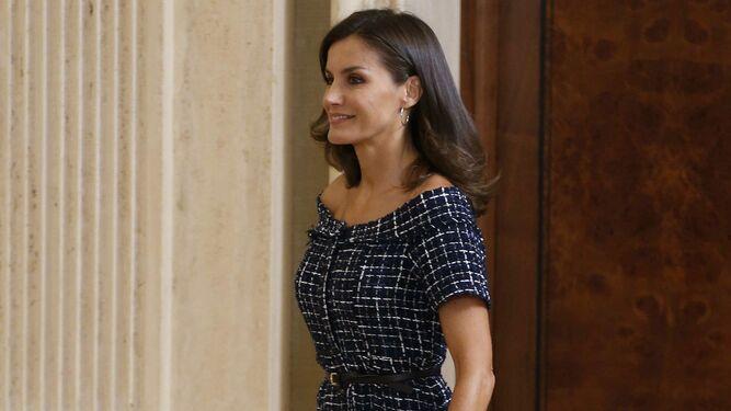 La reina Letizia vuelve a vestir 'low cost'