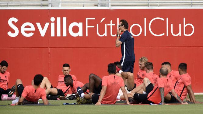 Julen-Lopetegui-futbolistas-Sevilla-esti