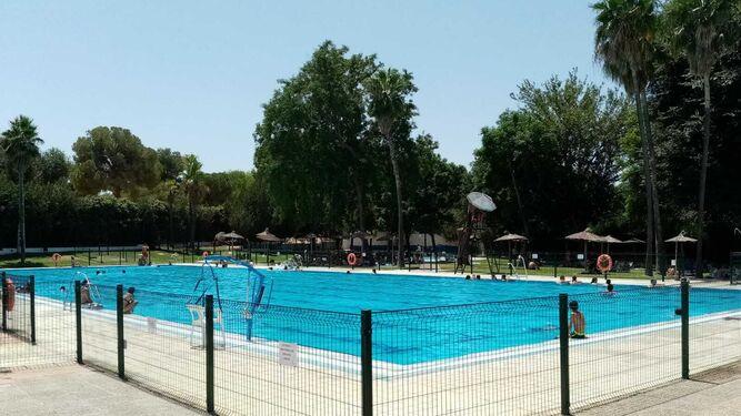 Bano Para Todos En La Piscina Municipal De San Juan En Alcala De