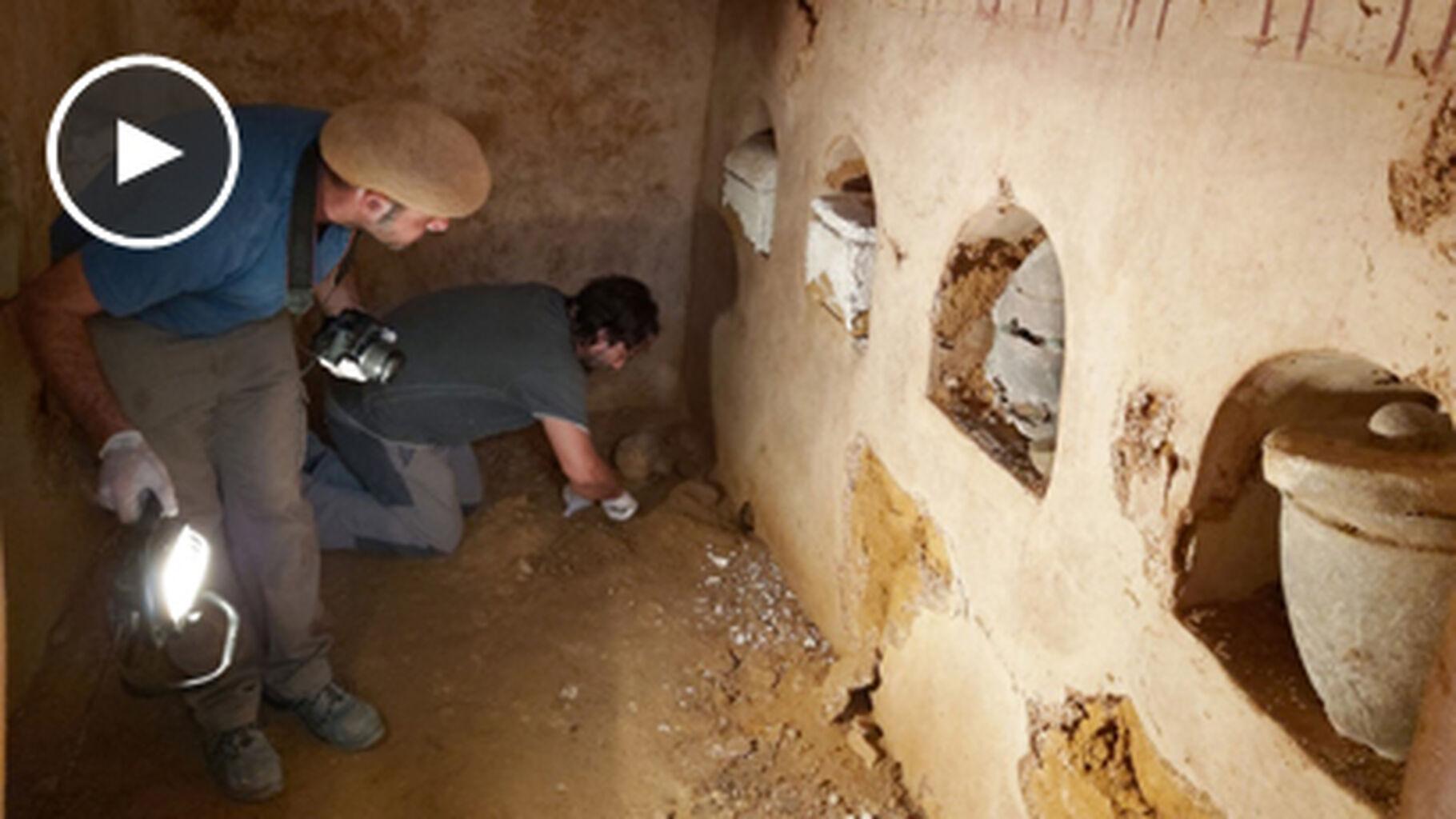 Video Un Tesoro Oculto En La Excavacion De La Camara Funeraria De Carmona