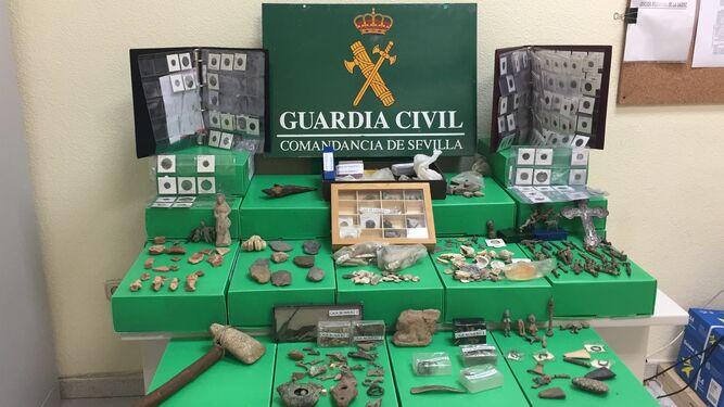 Detenido un vecino de Sevilla que vendía casi 600 piezas arqueológicas por internet
