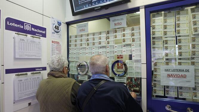 El primer premio de la Lotería Nacional reparte en Sevilla 300.000 euros