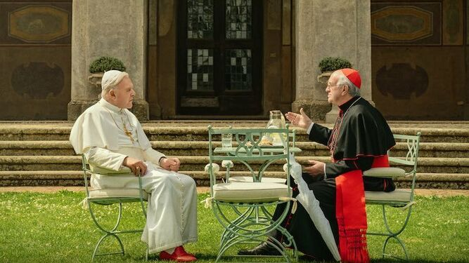Una imagen de 'The two Popes', con Anthony Hopkins y Jonathan Pryce como Benedicto XVI y Francisco I.