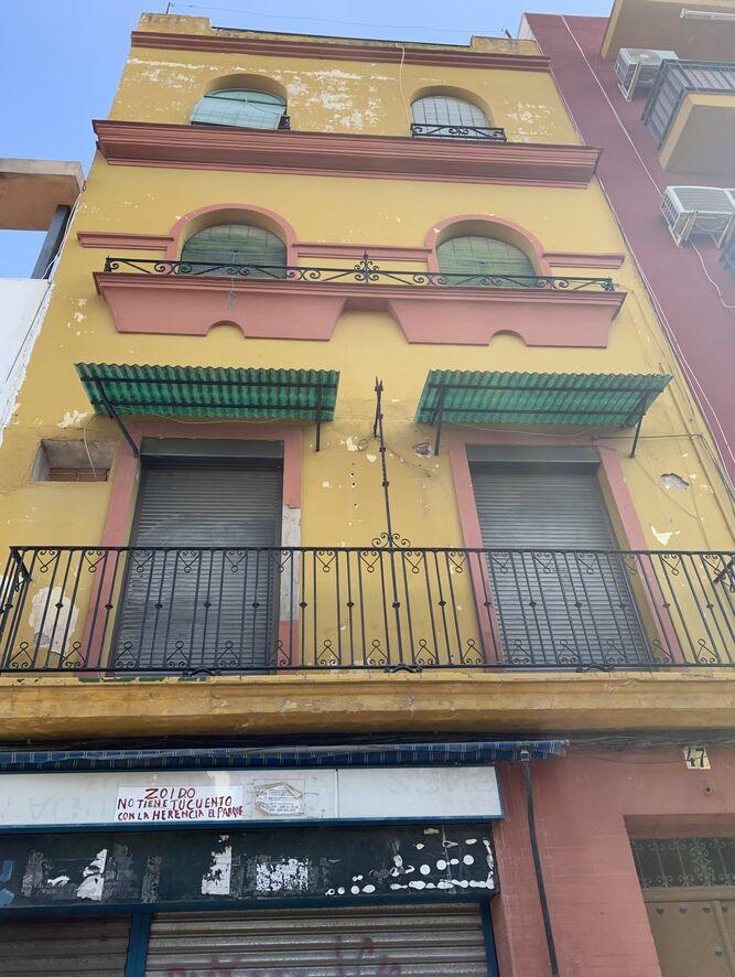 El inmueble de la calle Mariano Benlliure donde permanecerían ocupadas seis viviendas.