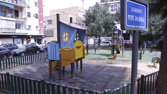 Juegos infantiles instalados en la glorieta.