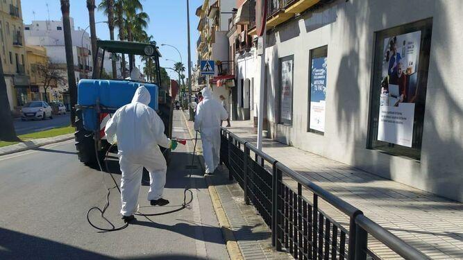 Tareas de desinfección en Los Palacios.