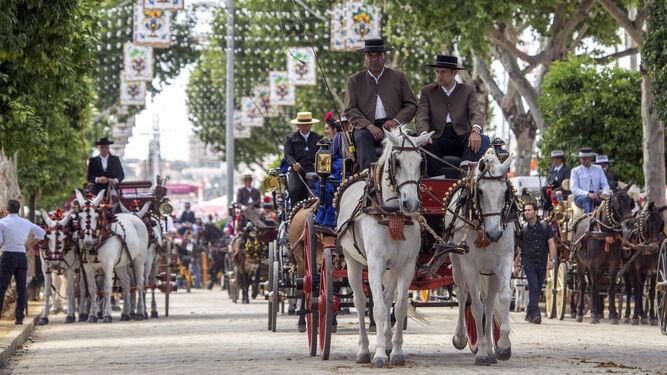 Coronavirus Sevilla: La Feria de Abril en realidad virtual con paseo en coche de caballos por el Real