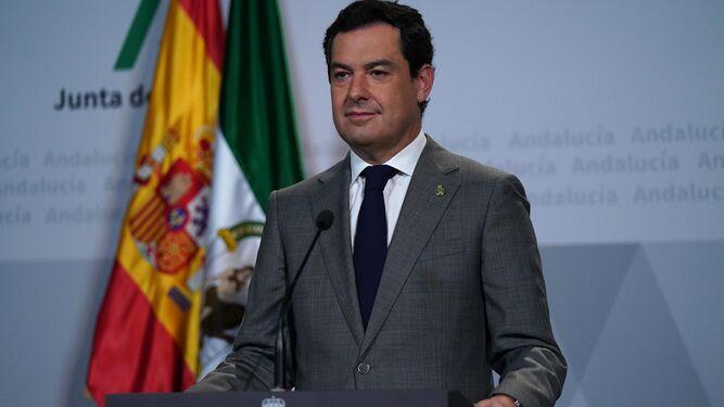 El presidente Moreno interviene desde el atril donde aparece el escudo de la Presidencia