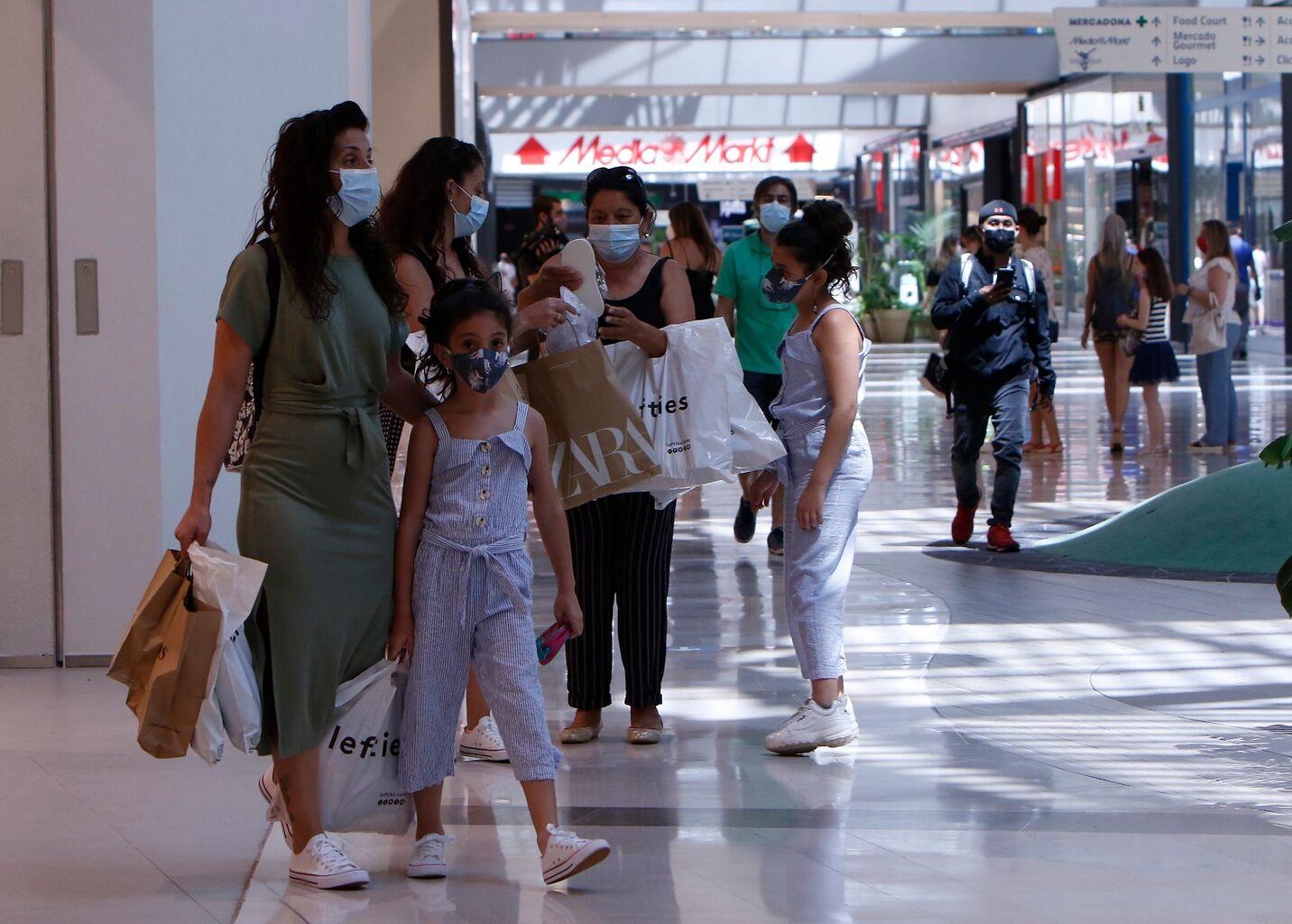 Lagoh, el mayor centro comercial de Sevilla, reabre con el 80% de sus tiendas operativas