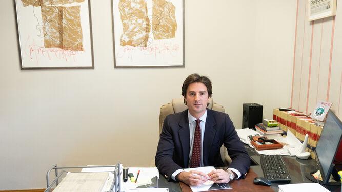 O advogado Álvaro Jiménez Bidón, em seu gabinete.