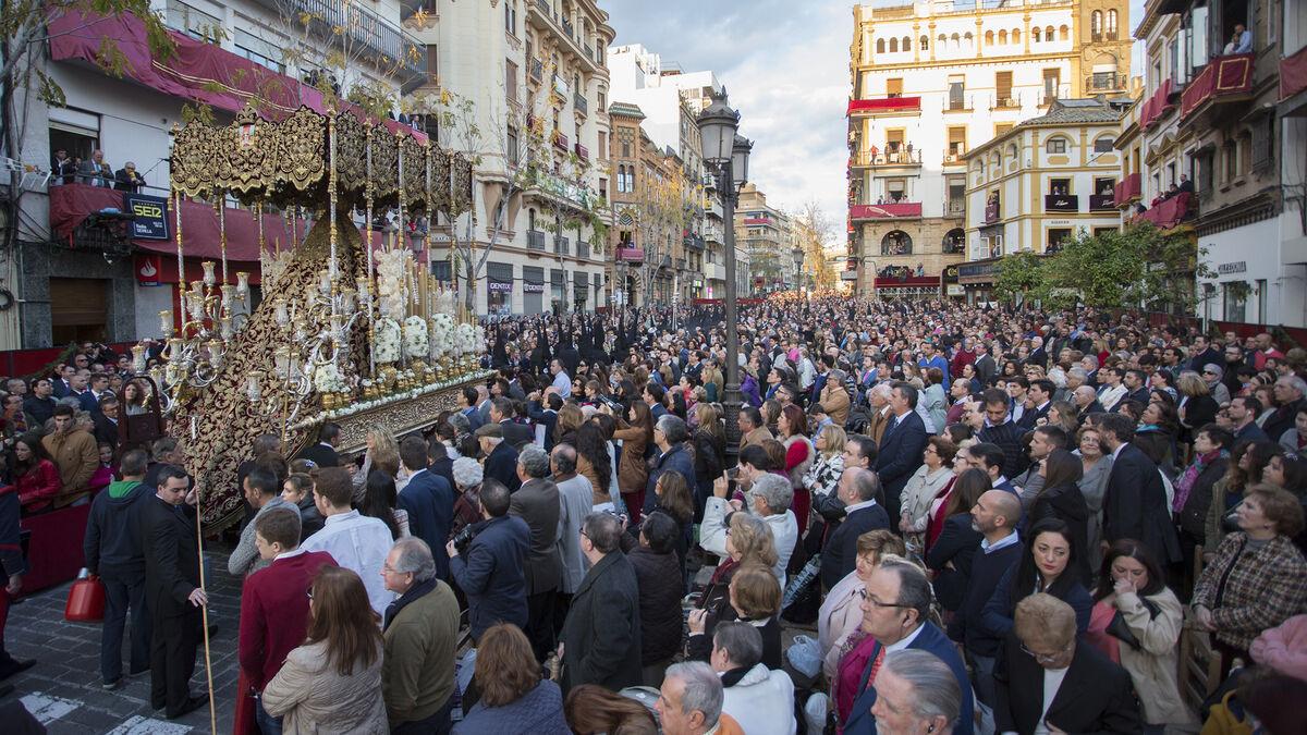 ¿Retrasarías la Semana Santa a finales de abril?