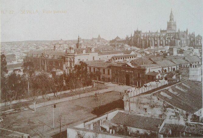 Imagen antigua donde se ve el antiguo edificio de la Aduana.