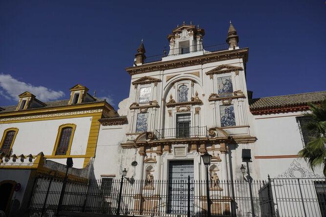 La fachada de la iglesia del Hospital de la Caridad.