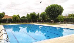 La piscina de verano de Gines.