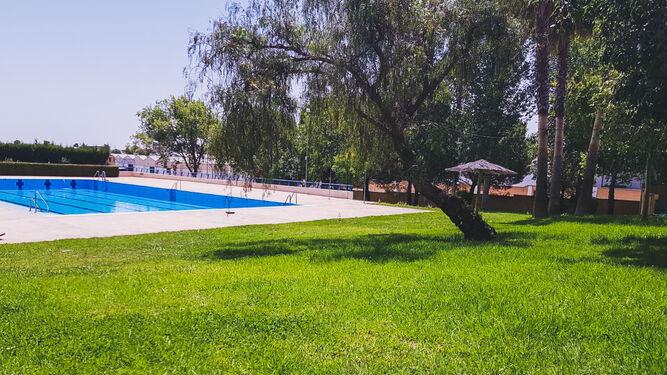 Albaida del Aljarafe  abre, este viernes, 26 de junio, su piscina con precios económicos.