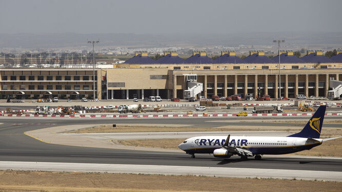 Panorámica general del aeropuerto de San Pablo desde la pista de despegue. / ANTONIO PIZARRO