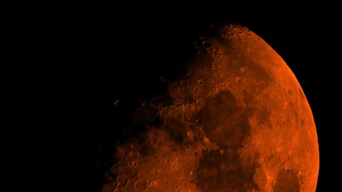 Luna naranja.