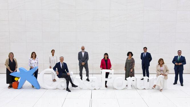 Elisa Durán e Ignasi Miró con los directores de los ocho centros Caixafórum.