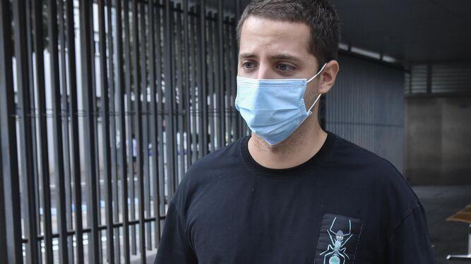 Esteban Murillo, a la salida del centro de salud.