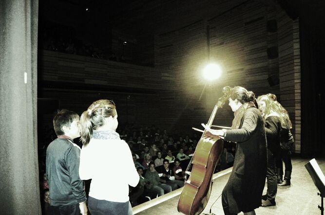 'Con cuerdas… ¡y a lo loco!' de la Orquesta de Cámara de Mujeres Almaclara Inés Rosales es una de las propuestas de la Sala Cero Teatro.